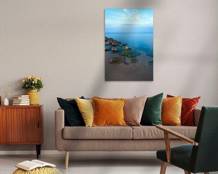 Sfeerimpressie: Minimalisme - Strand en een prachtige blauwe gloed van Steven Dijkshoorn
