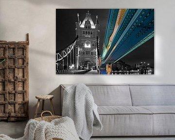 Détail de tui Tower Bridge en partie en noir et blanc à Londres
