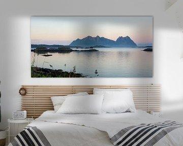 Midnight Light on the Lofoten Islands van Gisela Scheffbuch