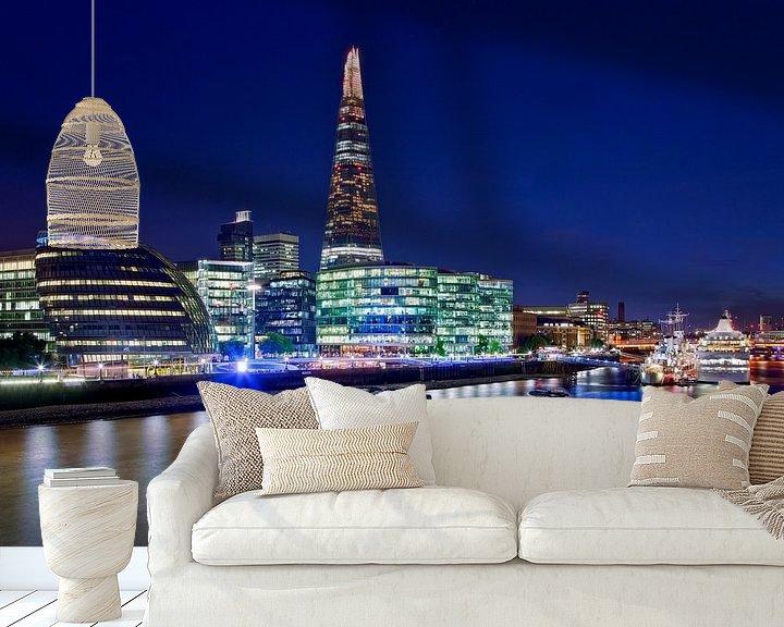 Sfeerimpressie behang: Nachtfoto The Shard en Stadhuis te Londen van Anton de Zeeuw