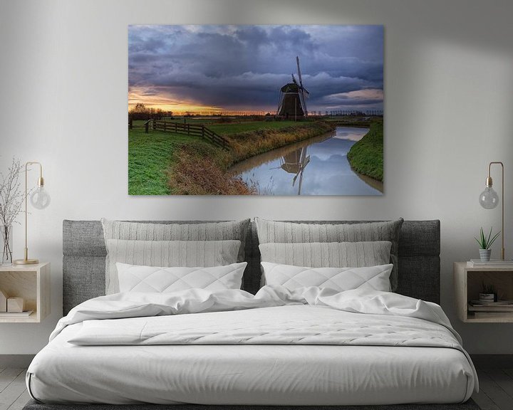 Impression: Ominous sky over windmill Meervogel sur Ron Buist