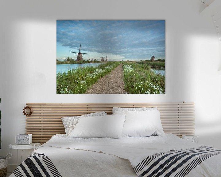 Sfeerimpressie: Bloemenpracht molens Kinderdijk. van Adrian Visser