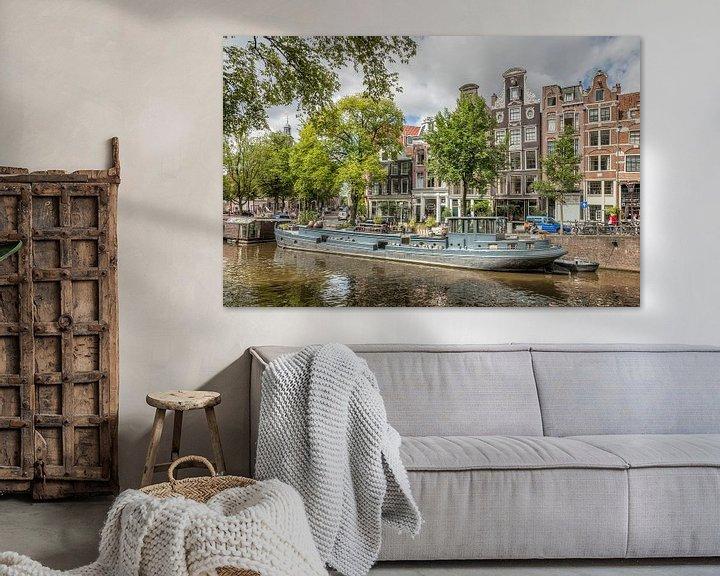 Sfeerimpressie: Woonboot in de Amsterdamse Grachten van John Kreukniet