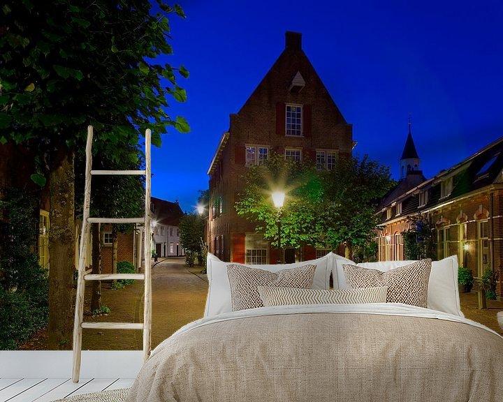 Sfeerimpressie behang: Nachtfoto oud pand Amersfoort van Anton de Zeeuw