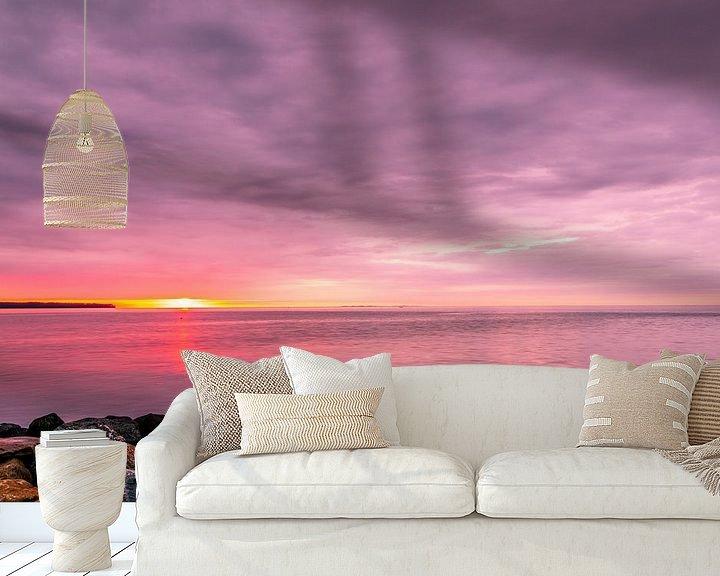 Sfeerimpressie behang: De kust van Juelsminde bij zonsopkomst van Tony Buijse