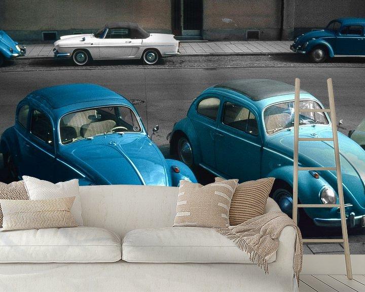 Sfeerimpressie behang: 1966 - Volkswagen Kever en Renault Floride van Timeview Vintage Images