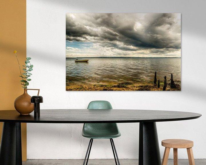 Sfeerimpressie: Vejle Fjord - Boot in de zee van Tony Buijse