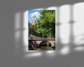 De Augustinuskerk en de Viebrug over de Oudegracht in Utrecht (kleur)