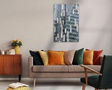 Weerspiegeling in wolkenkrabber-2 van Jolanda van Eek