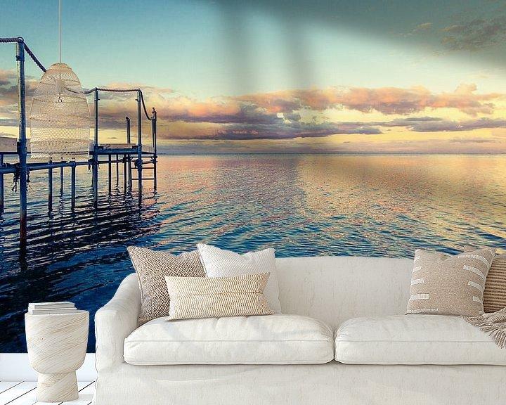 Sfeerimpressie behang: Steiger in het water - in het ochtendlicht van Tony Buijse