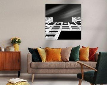 Fassade in schwarz und weiß von mike van schoonderwalt