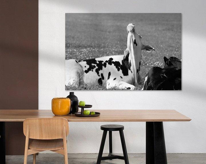 Sfeerimpressie: Zwart-Wit    Koe met kapsones / Old look van Anja Kok