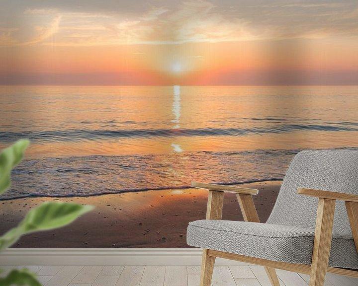 Sfeerimpressie behang: Panorama van een bijna Windstil Strand van Alex Hiemstra