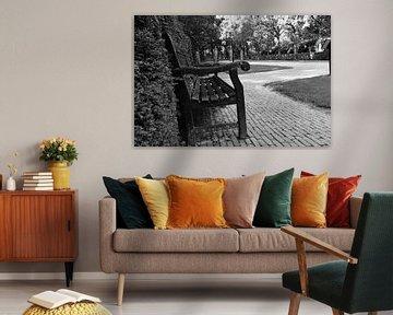 Zwart bankje bij Huis Ten Bosch van Jan Radstake