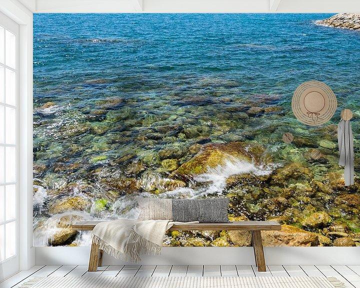 Sfeerimpressie behang: Rotsen in zee van Ellen Denkers-Hartman