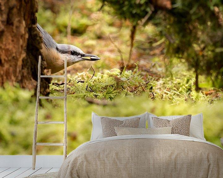 Sfeerimpressie behang: boomklever van Marcel Pietersen