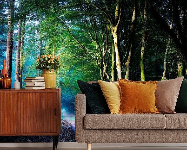Sfeerimpressie behang: Kleurrijk Bos van Rigo Meens