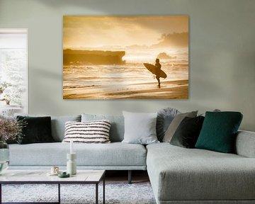 Surfing during the golden hour van Bart Hageman