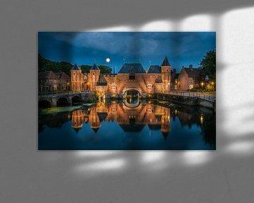 Blauwe uur bij de Koppelpoort in Amersfoort von Edwin Mooijaart