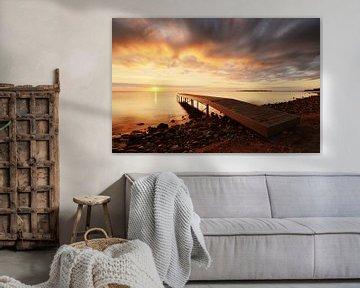 Lever de soleil sur la jetée sur Wim van der Geest