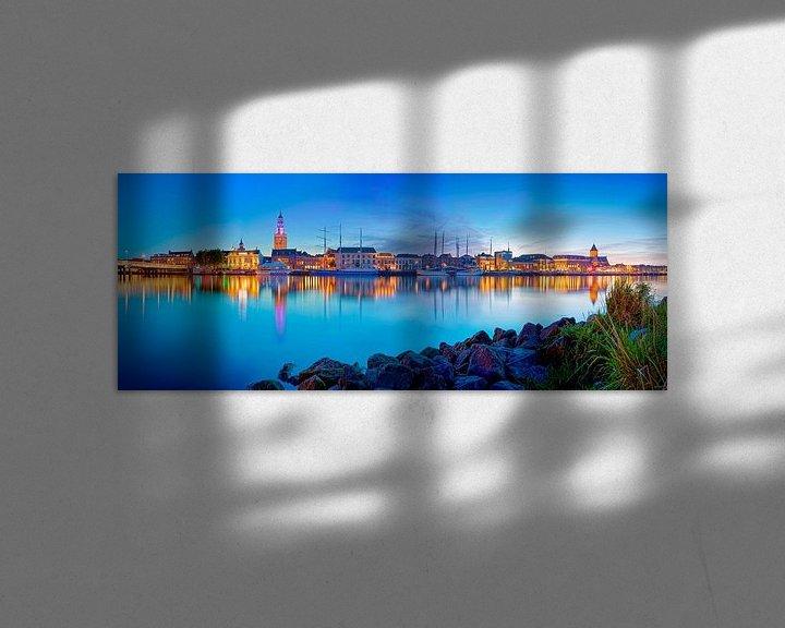 Sfeerimpressie: Panorama Kampen in de nacht van Anton de Zeeuw