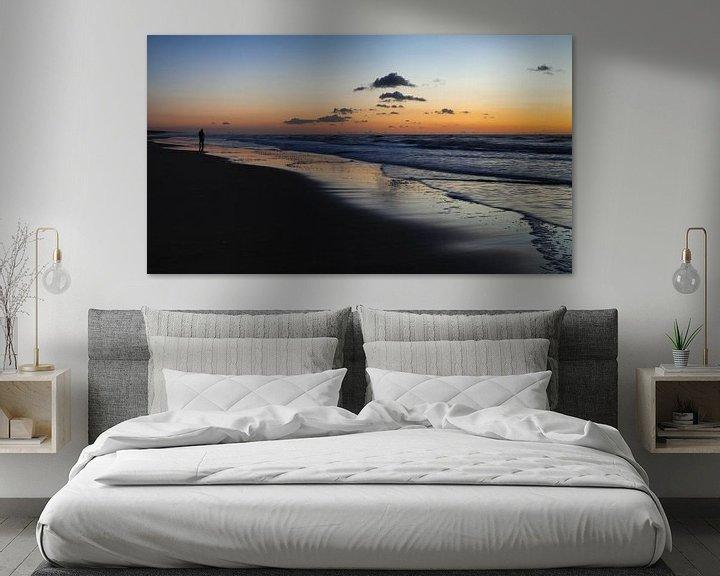 Sfeerimpressie: Zonsondergang aan het strand van Katwijk aan Zee van Paul Kampman