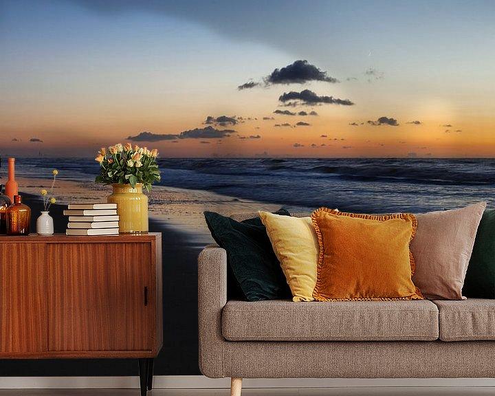 Sfeerimpressie behang: Zonsondergang aan het strand van Katwijk aan Zee van Paul Kampman