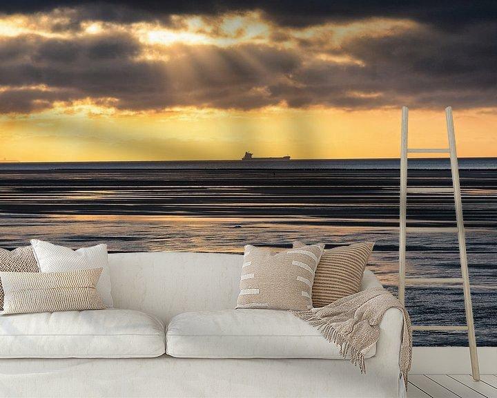 Sfeerimpressie behang: Coaster met een Jacobsladder zonsondergang van Evert Jan Luchies