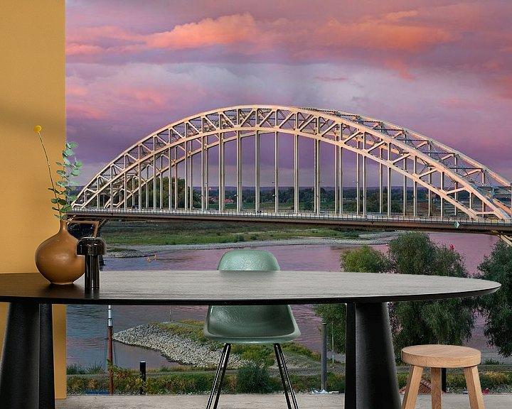 Sfeerimpressie behang: Waalbrug te Nijmegen met een mooie lucht van Anton de Zeeuw