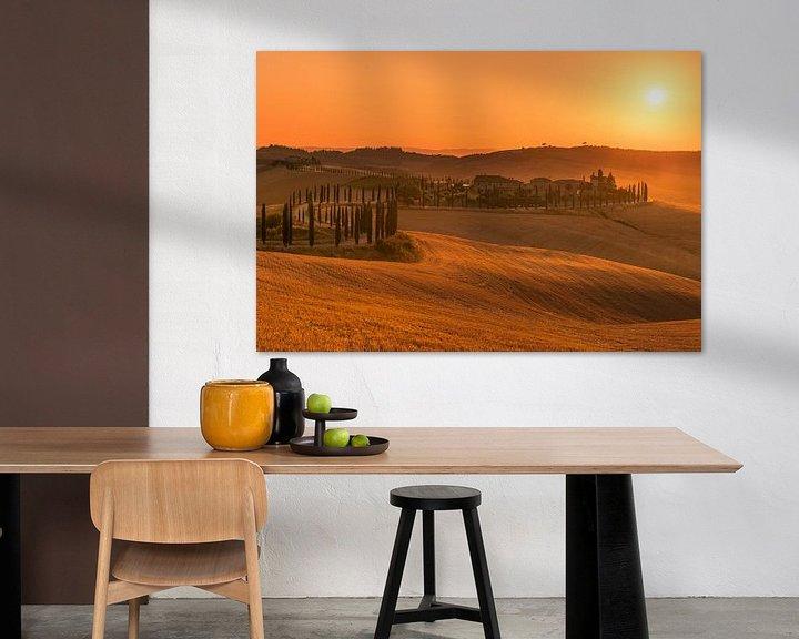 Sfeerimpressie: Gouden zonsondergang Toscane ... van Marc de IJk