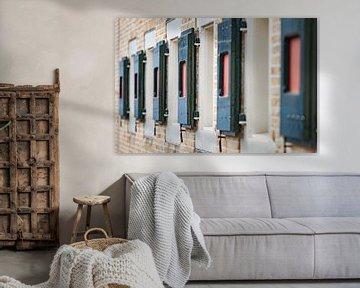 Gekleurde Hollandse raam luiken van Fotografiecor .nl