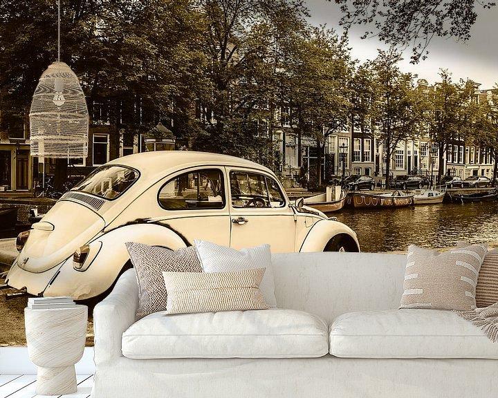 Sfeerimpressie behang: Oude Volkswagen Kever in Amsterdam van Martin Bergsma