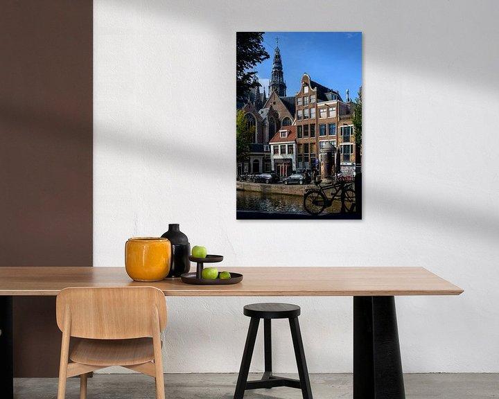 Sfeerimpressie: Zicht op de Oude Kerk in Amsterdam. van Don Fonzarelli