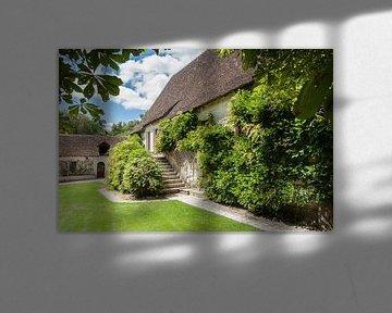Typisch pittoreske 16e eeuwse romantische Franse boerderij  van Fotografiecor .nl