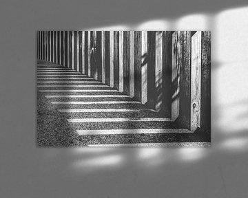 Abstracte schaduwen van zonlicht van Fotografiecor .nl