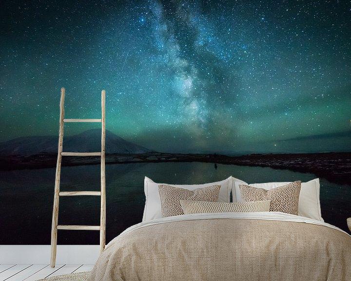 Sfeerimpressie behang: Tolbachik Milky Way van Tomas van der Weijden