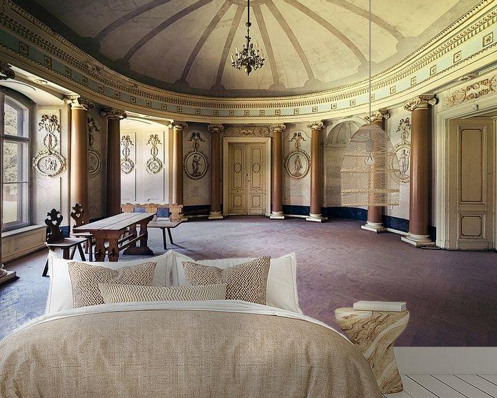 Sfeerimpressie behang: Kamer in Verlaten Paleis. van Roman Robroek