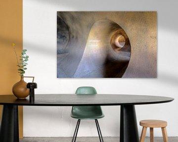 Spiraal van een kelder doorgang  Urban lokatie in Duitsland van Twan van den Hombergh