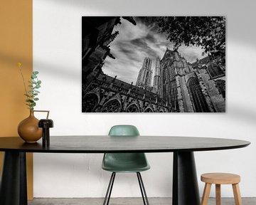 De Dom en de Domkerk gezien vanuit de Pandhof in zwartwit