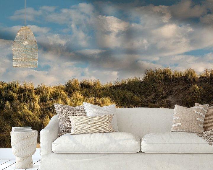 Sfeerimpressie behang: Strand en duin in sfeerlicht van Ilya Korzelius