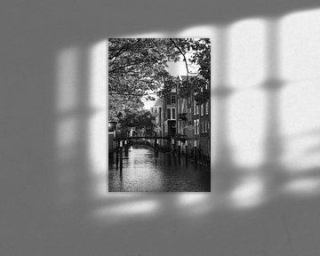 Gracht in Dordrecht van Marco van der Veldt