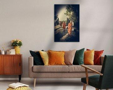 Drie boeddhistische monniken in Tanah Lot van Joris Pannemans - Loris Photography