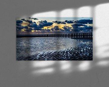 Strand Hollum met zonsondergang van Jan Hoekstra