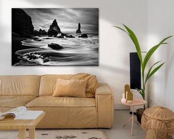 Dramatisch landschap Vik in zwart wit van Sander Grefte