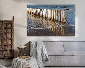 houten golfbreker palen bij kust Cadzand-bad - no. 2 van Arnoud Kunst