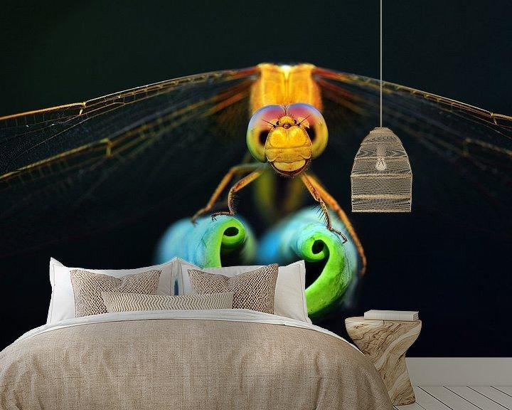 Sfeerimpressie behang: Dragonfly show love heart van Yuan Minghui