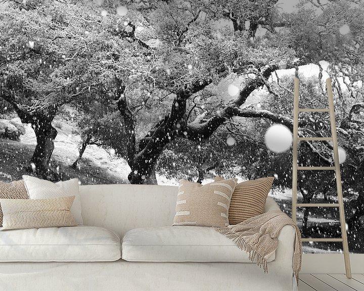Sfeerimpressie behang: Snowing van Andres Miguel Dominguez