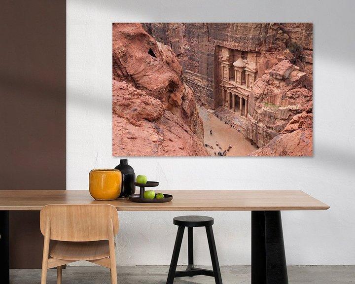 Sfeerimpressie: De ruïnes van Petra, een historische stad in Jordanië van Bart van Eijden