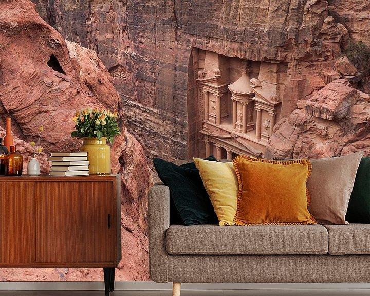 Sfeerimpressie behang: De ruïnes van Petra, een historische stad in Jordanië van Bart van Eijden