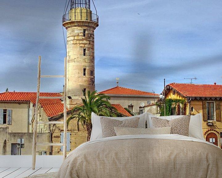 Sfeerimpressie behang: Lighthouse in the harbor of Le-Grau-du-Roi van 7Horses Photography